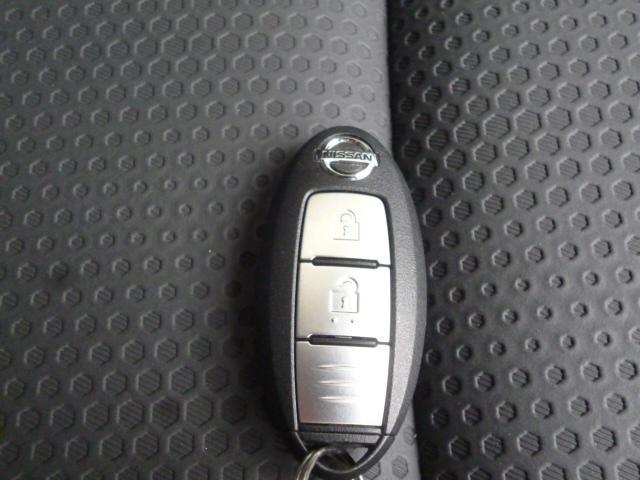 インテリジェントキー!リクエストスイッチを押すだけでドアを開閉できます。キーを取り出す必要がなく荷物を持っているときなど便利ですよ!