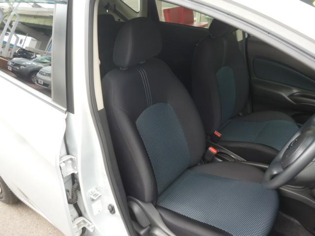 ドライバーのかたと助手席のかたが座るシートです。実際お座りいただくのが、分かりやすいと思います。お気軽にご来店ください!