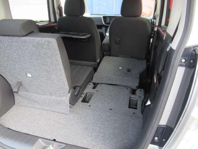 後部座席をたたむとラゲッジスペースもゆとりのあるスペースです。