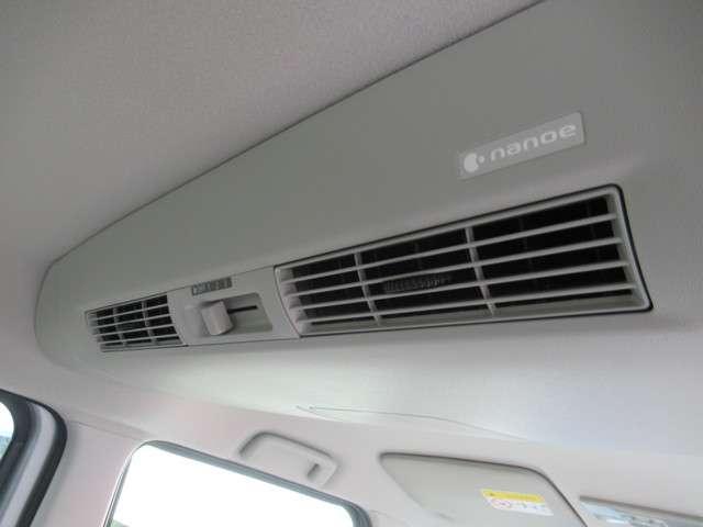 広い車内の空気循環;リヤシーリングファンです