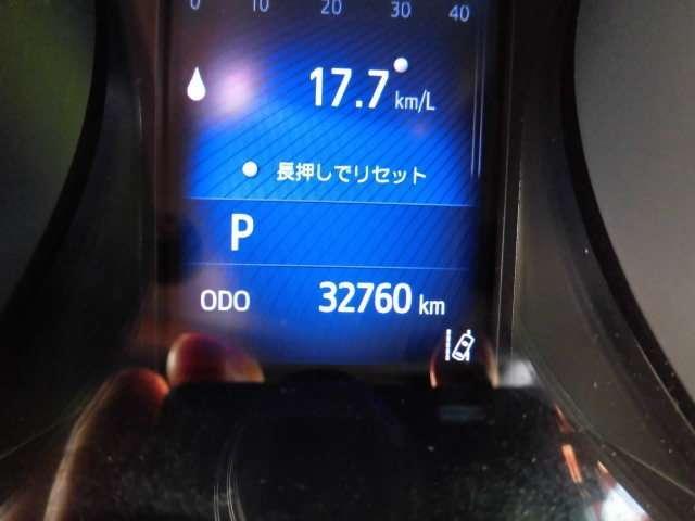 トヨタ純正フルセグ付SDナビ(NSZT-W66T)が付いています。地図は、2017年製です。