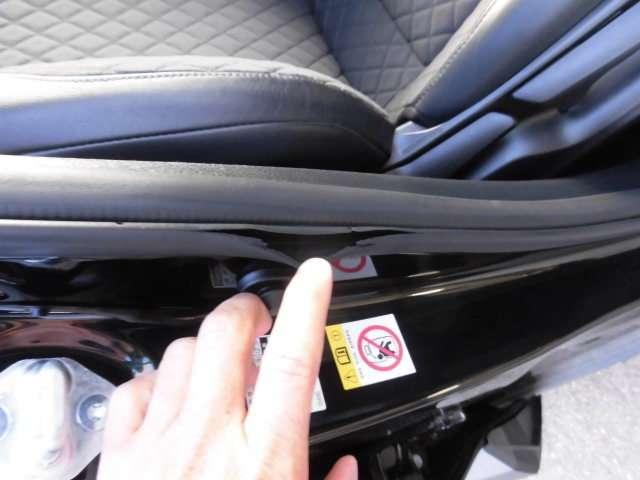 運転席下には、ETCを外した穴が開いています。