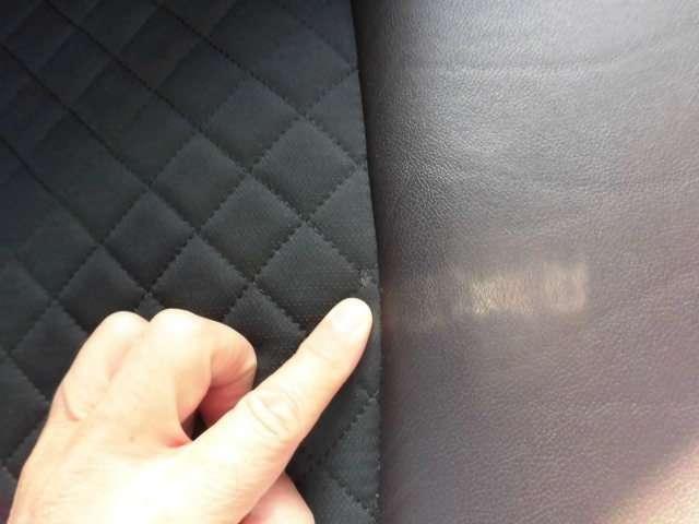 運転席座面には、タバコの焦げ跡があり、補修してあります。
