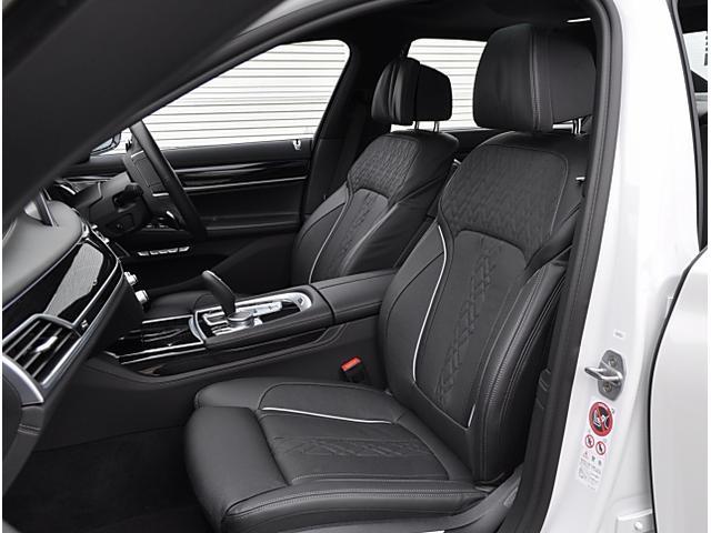 BMW BMW 740e Mスポーツ 黒革 SR レーザーライト 20AW