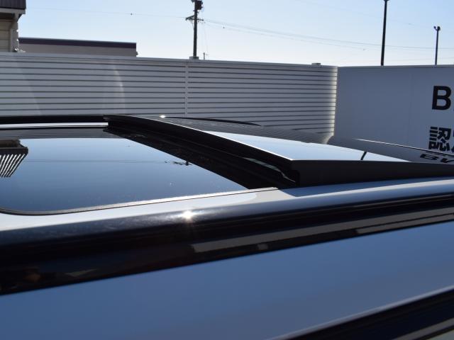 電動ガラスサンルーフはスライド機能、チルト機能と使用シーンに合わせてお使いいただけます。見た目の良さはもちろん、開放感と換気等の利便性が得られます。