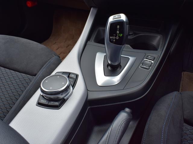 8速ATがなめらかで正確なギアシフトを実現します。途切れのない加速で、どこまでも伸び上る走りを体感ください!スムーズなギアシフトだけでなく高速走行中の静粛性を高めると共に燃料消費も抑えます。
