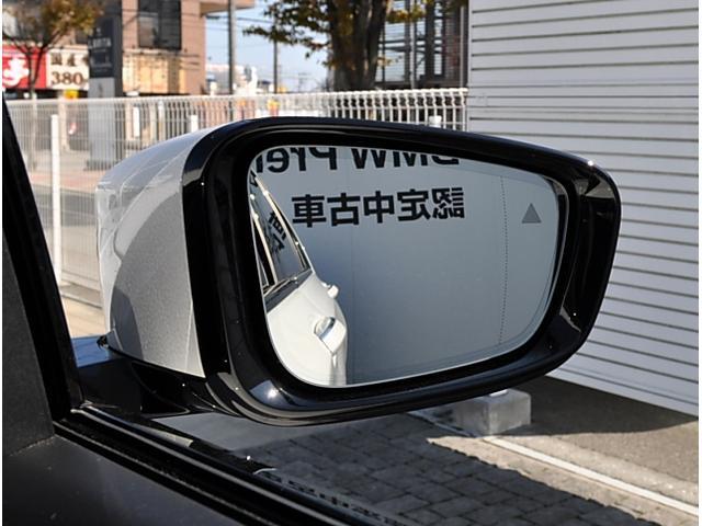 レーンチェンジウォーニングを装備。ドライバーの死角から接近してくる後続車の存在を、ドアミラーに付属する三角形の警告ランプが点滅し、同時にステアリングが振動してお知らせします。