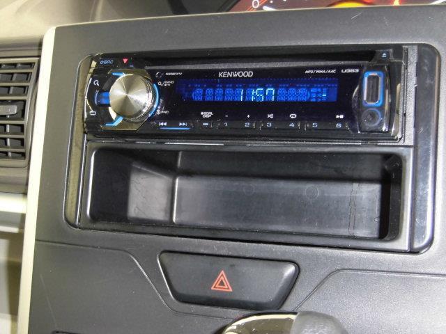 CD付きです。ドライブには音楽がないとこまりますよね!いい音かけて、快適空間を演出して下さい。