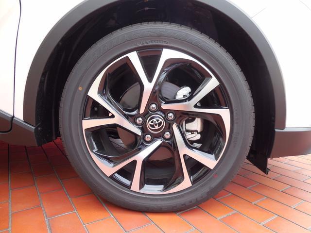 トヨタ C-HR G 未使用車 LEDライト バックカメラ