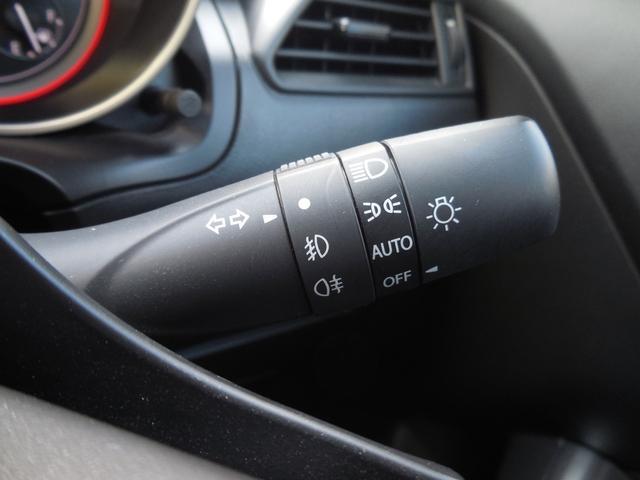 オートライト機能付です!!夕方暗くなってきたらヘッドライト(前照灯)が自動点灯する機能です。