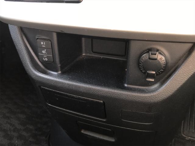 シートヒーター&クーラーが装備されております!今の寒い時期の冬場には暖かく、夏場の熱い時期には涼しくと、一年通して快適に過ごせる優れもの☆エアコンで乾燥しやすい車内も防ぐ事ができます
