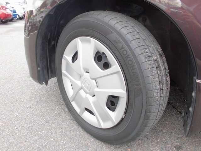 フロントタイヤの写真です。ヨコハマ製のタイヤを履いています。