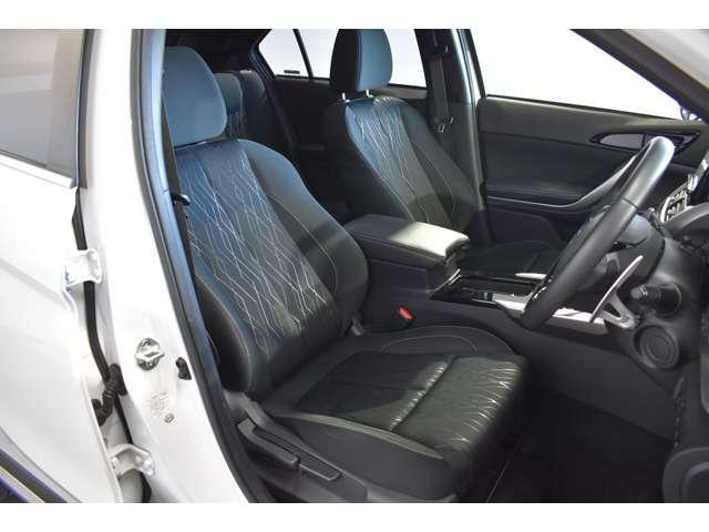 ゆったりと大き目のシートでリラックスドライブ!落ち着いたブラックのシートです!