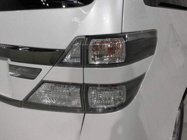 ZR 4WD フルセグ HDDナビ DVD再生 ミュージックプレイヤー接続可 後席モニター バックカメラ ETC 両側電動スライド HIDヘッドライト 乗車定員7人 3列シート アイドリングストップ(7枚目)