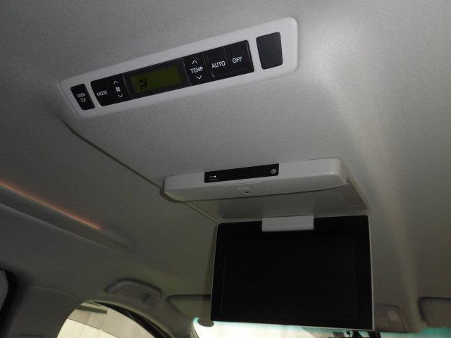 ZR 4WD フルセグ HDDナビ DVD再生 ミュージックプレイヤー接続可 後席モニター バックカメラ ETC 両側電動スライド HIDヘッドライト 乗車定員7人 3列シート アイドリングストップ(19枚目)