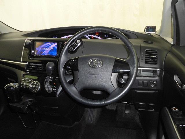 操作性のいい運転席周りには目立った傷や汚れ等なくキレイな状態です。