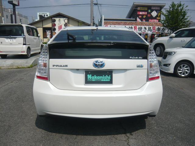 当店の中古車には全車「6ヶ月または10000キロ」まで保証いたします。安心してお買い求めください。