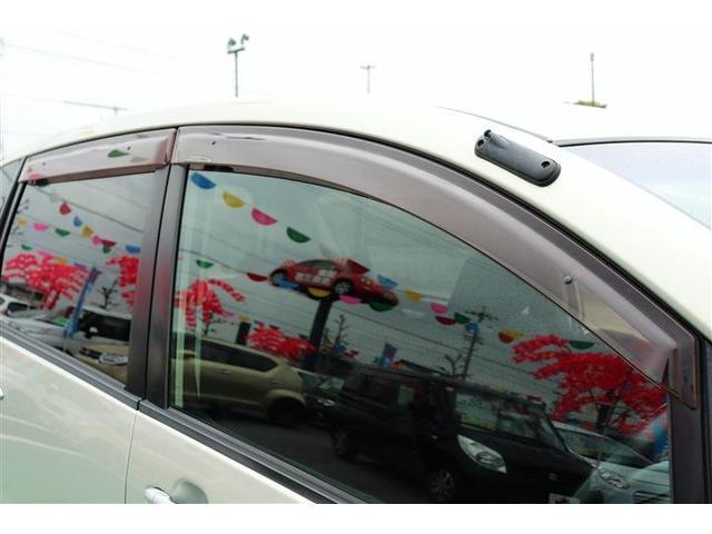 ★ドアバイザー付!雨が降っていても、窓を開ける事ができます。車内の空気を入れ替えたいから少しでも窓を開けたい!と思う時に無いと困ります。以外についてない中古車も多いんですよ♪