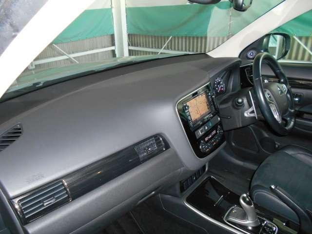 2.0 G ナビパッケージ 4WD AC100V給電機能(8枚目)