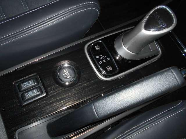 2.0 G ナビパッケージ 4WD AC100V給電機能(16枚目)