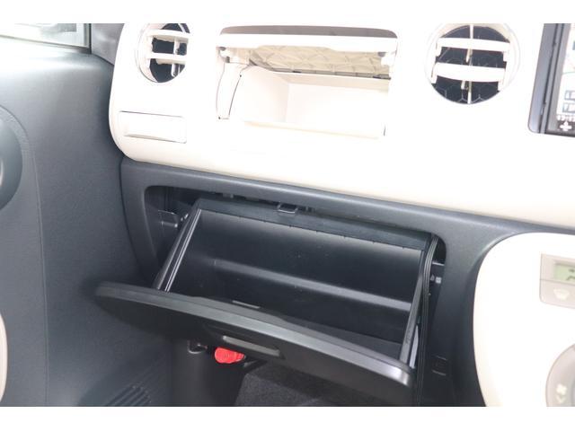 ★収納BOX★車検証や小物類もたっぷり入れられる収納BOX付き!中身が見えないようにBOXになっているので安心です!