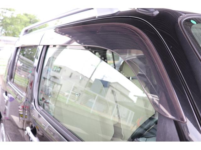 ★ドアバイザー★雨振りのときでも換気ができます!喫煙者の方はタバコを吸うときに窓をあけて換気ができますし、渋滞などで長時間停車するときに少し窓を開けておくとガラスの曇りを防止できます。