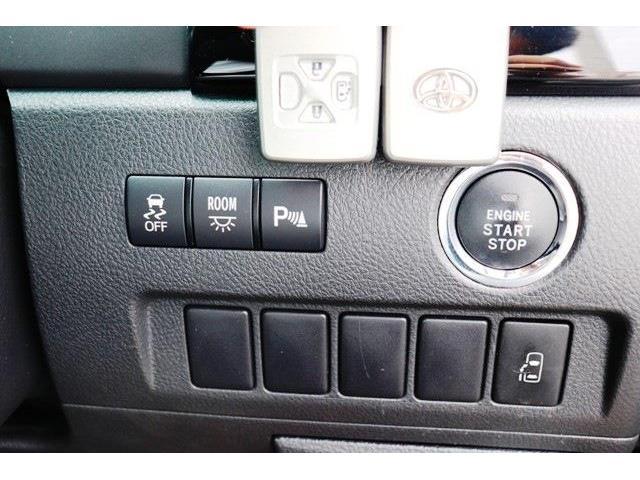 プッシュスタート★エンジンスタートは、ボタンを押すだけ!車内へ乗り込むときからエンジンスタートまで鞄から鍵を取り出す必要がありません。スマートにこなせますね!