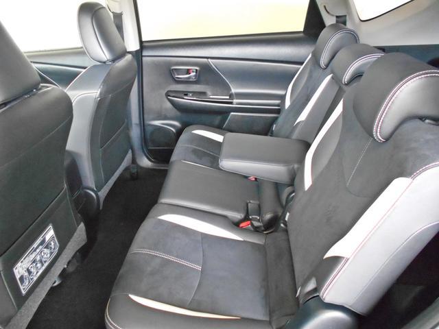 後部座席もゆったりしています!!家族や友達とのロングドライブも快適で疲れません!!