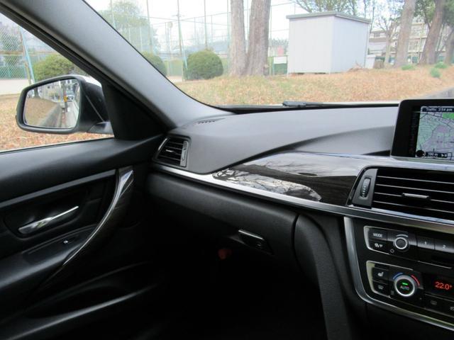 320dツーリング ラグジュアリー パールホワイト ACCアダプティブクルーズ インテリジェントセーフティ オートテールゲート 黒革シート シートヒーター パワーシート コンフォートアクセス HDDナビ Bカメラ PDC ETC 禁煙車(26枚目)