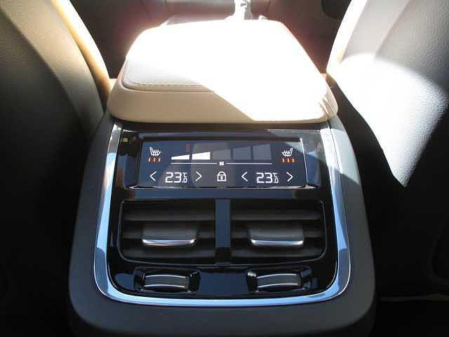D4 AWD インスクリプション サンルーフ エアサス(16枚目)