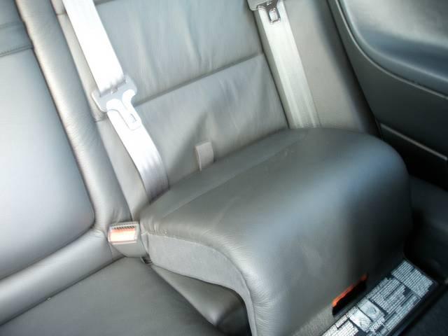 後席は簡単にジュニアシートに早変わり・これでチャイルドシートを使わなくてもよくなるかも
