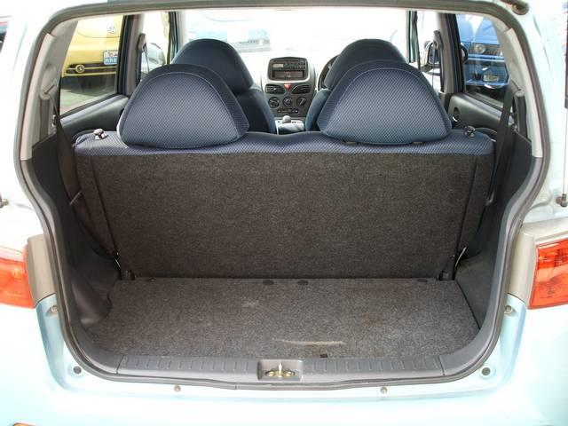 荷室空間も軽自動車の割には広々としています・後部座席を倒すとさらに広々