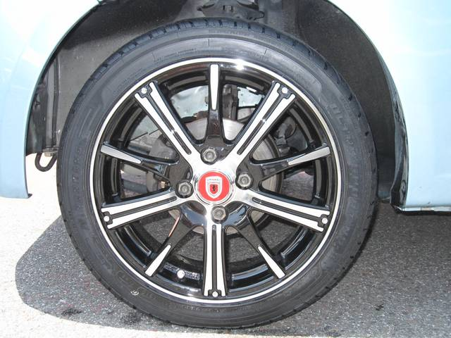 新品の社外15インチアルミ+タイヤセット・かっこいいです