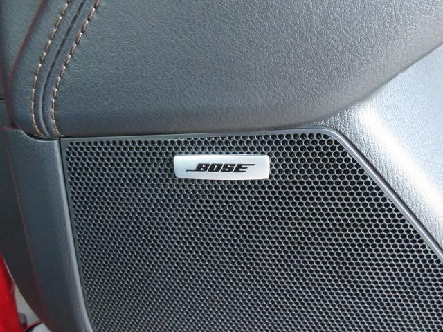 フロントシートには3段階に調整できるシートヒーターを装備しています。また、リアバンパーには4箇所にパーキングセンサーを搭載しています。