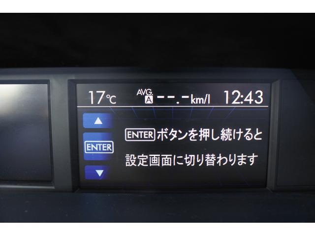 インパネ上部中央のディスプレイには様々な情報が表示されます