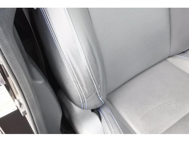 運転席シート背もたれです。使用感強め