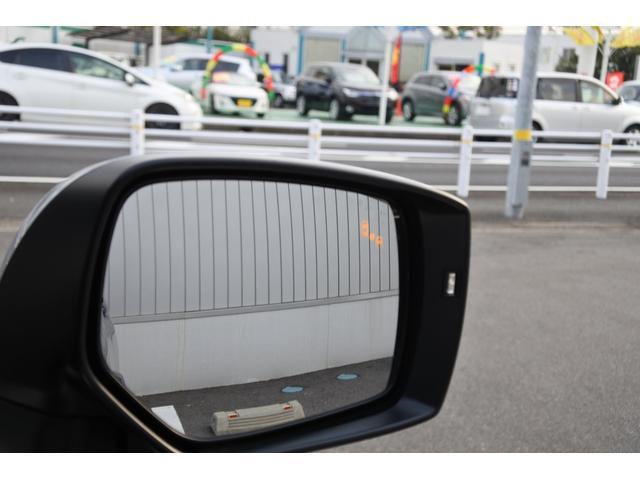 ドアミラー内のライトの点灯で斜め後方の車の存在を知らせてくれます。