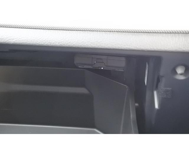 ドライブレコーダーの本体をグローブボックス内に格納しています