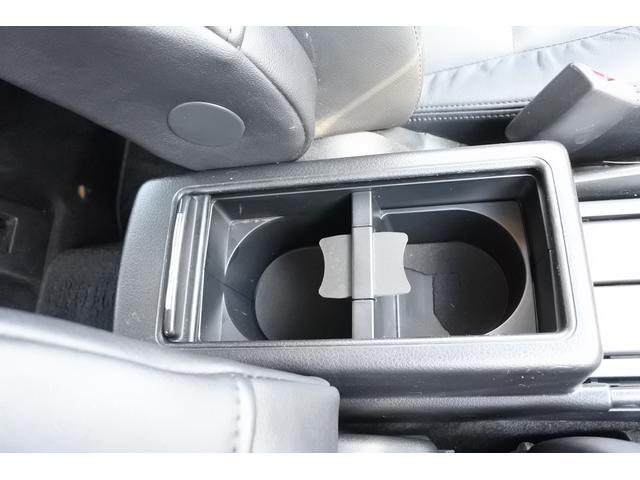 2.0i-S ナビ・ETC・バックカメラ・タイヤ新品 純正HDDナビ・ETC・バックカメラ・3列シート・7人乗り・タイヤ4本新品・17インチ純正アルミホイール・全席本革シート・HIDヘッドライト・ガラスルーフ(31枚目)