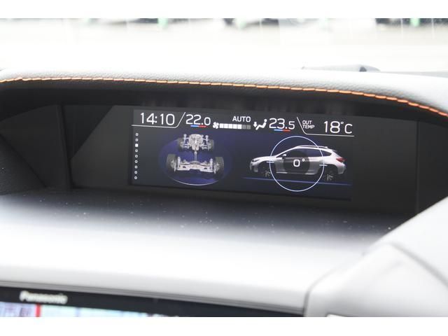 車両の傾斜角度やタイヤの負荷状況を表示しています