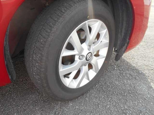 タイヤサイズは185/65R15&純正アルミホイール。