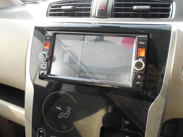 アラウンドビューモニターはこんな風に左画面に上から見下ろした画像で右側は前、後、左サイドと替えられます。