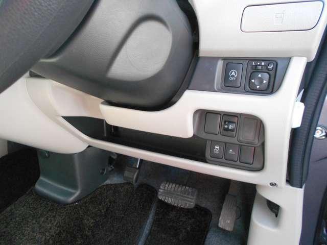 アイドリングストップ機能付き。信号待ちなどの停車時に、エンジンを自動的にストップさせることでガソリン消費をセーブします。