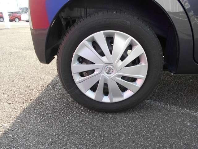 タイヤサイズは155/65R14 です。