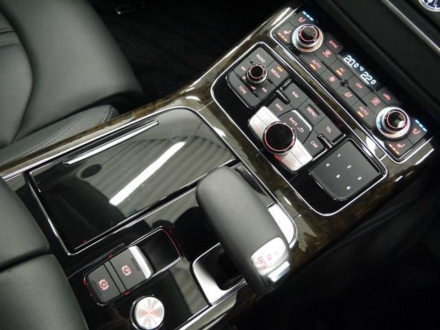 アウディ アウディ A8 4.2FSIクワトロ 黒革 純正HDDナビ バックカメラ