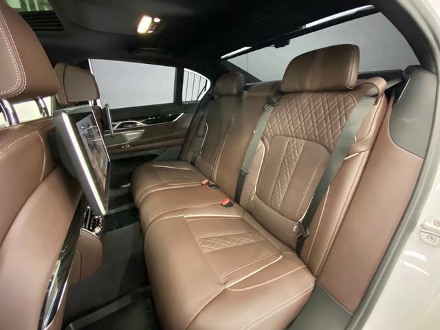 740d xDrive Mスポーツ 4WD ディーゼルターボ 茶革 サンルーフ 純正HDDナビ フルセグTV ETC 全周囲モニター 後席モニター リアタブレット型リモコン シートヒーター&クーラー 純正ドライブレコーダー パドルシフト(13枚目)