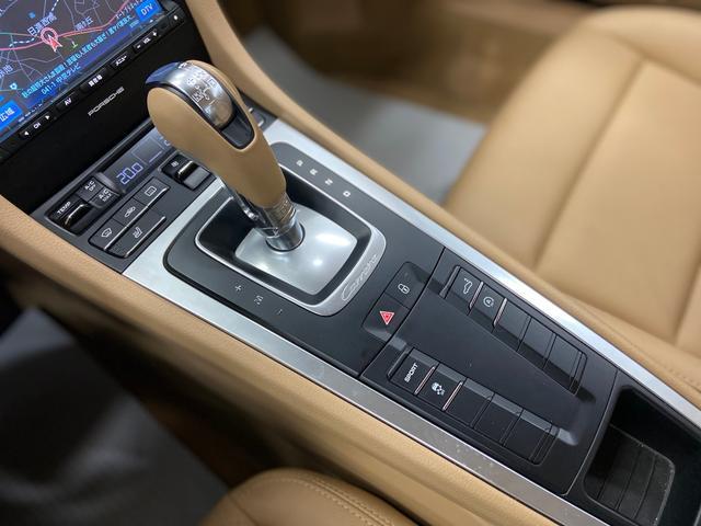 911カレラ 2015年モデル 左ハンドル ベージュ革 純正SDナビ フルセグTV バックカメラ ETC シートヒーター パドルシフト 純正19インチAW(20枚目)