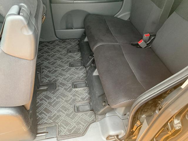 後部座席も比較的キレイです。