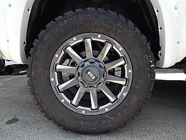 米国トヨタ タンドラ クルーマックス SR5 4WD リフトアップ GRID20W
