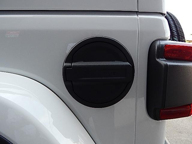 サハラ 4WD 左ハンドル カラードトップ 2.0Lターボ(9枚目)